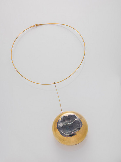 Václav Cigler: Pendant with collar, 1973, gilded metal